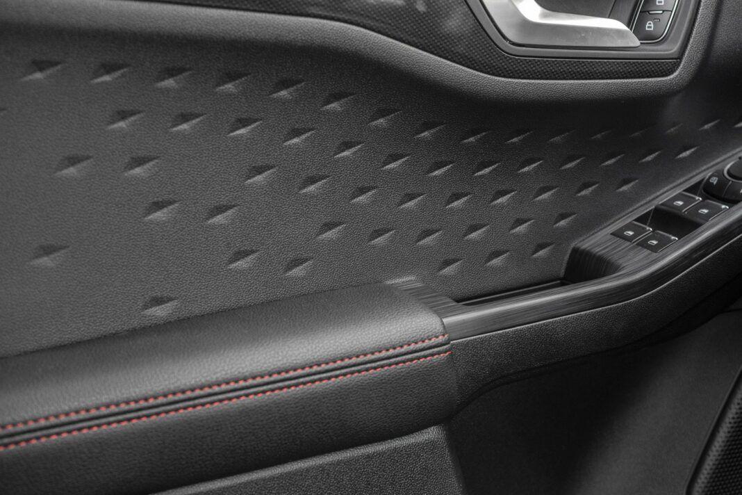 ford kuga plug-in hybrid 2021 test boczek drzwi