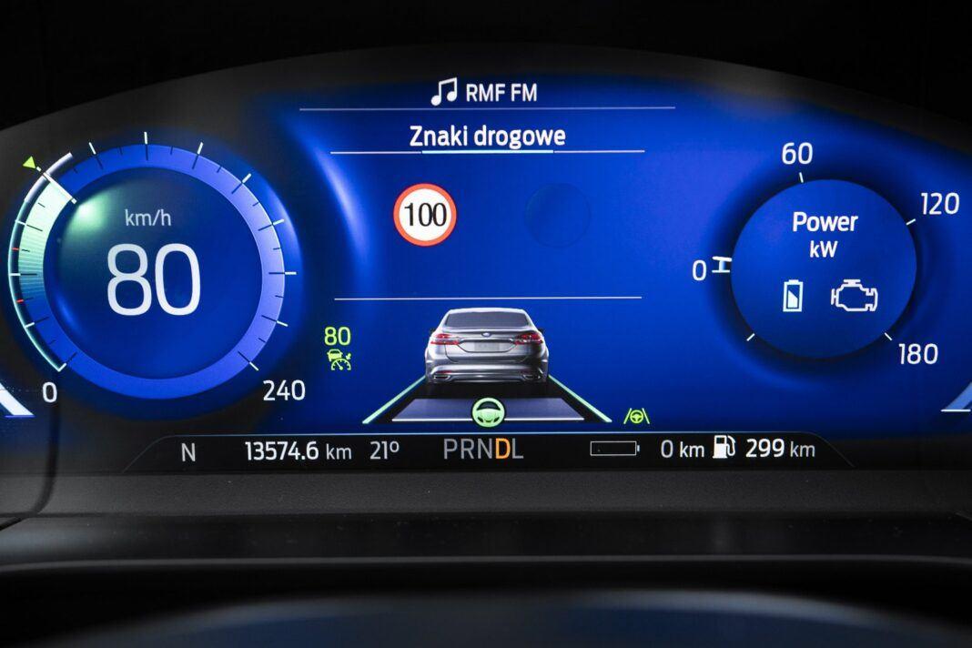 ford kuga plug-in hybrid 2021 test zegary