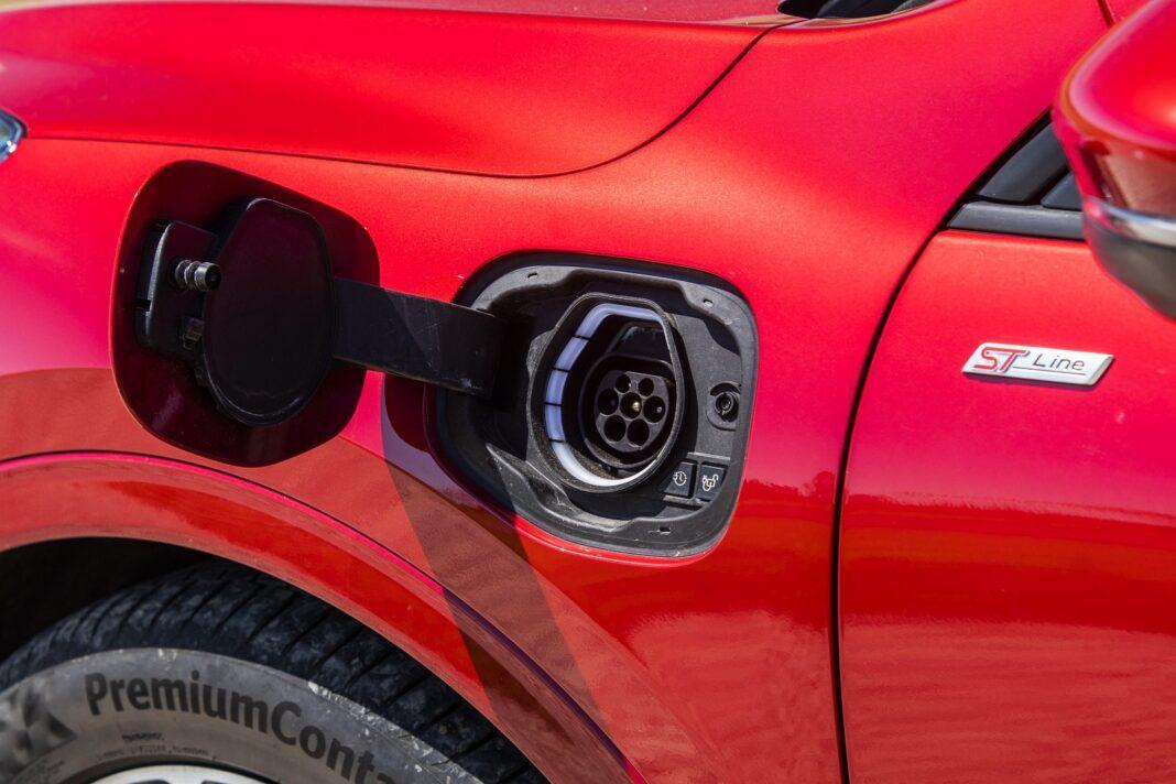 ford kuga plug-in hybrid hybryda 2021 test ładowanie