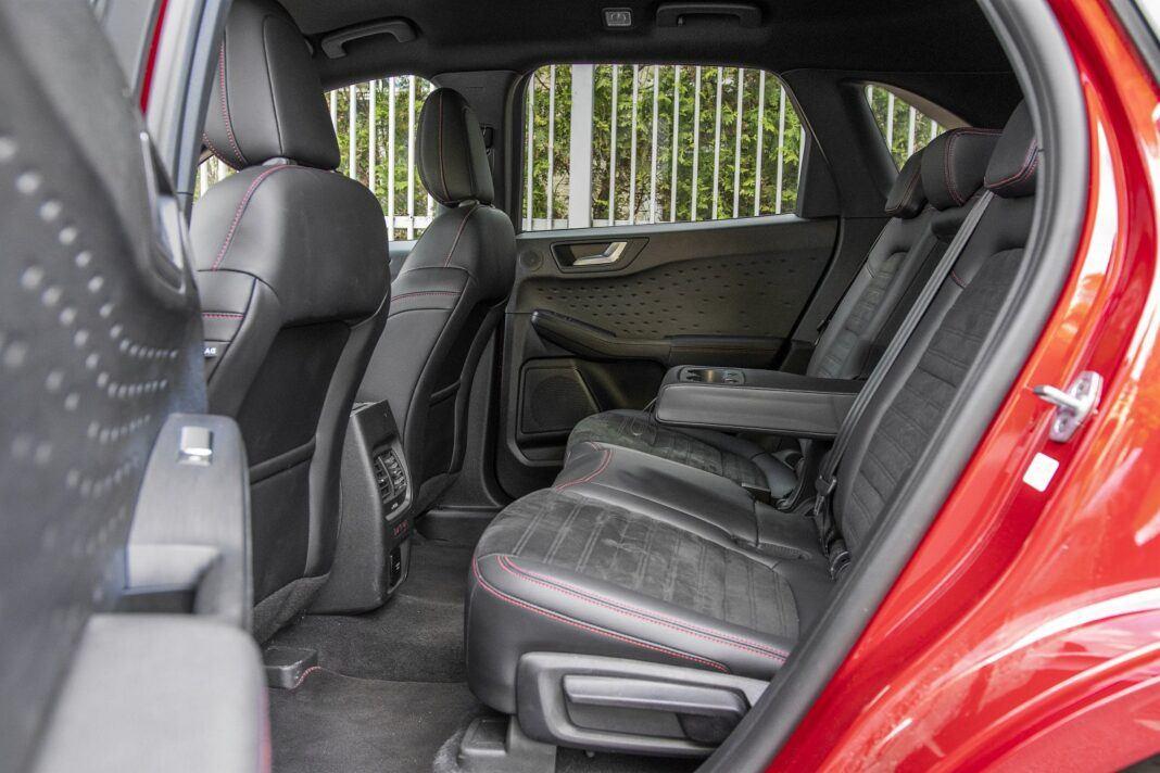 ford kuga plug-in hybrid hybryda 2021 test tylne fotele kanapa