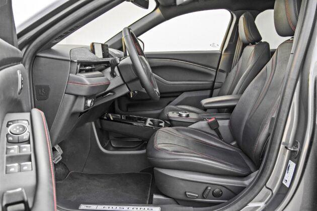 Ford Mustang Mach-E - fotele przednie