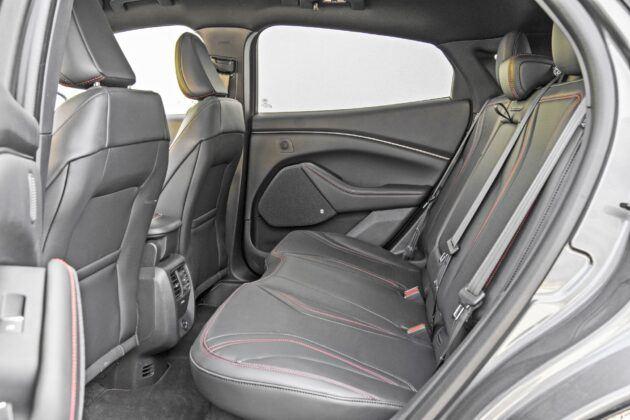 Ford Mustang Mach-E - tylna kanapa