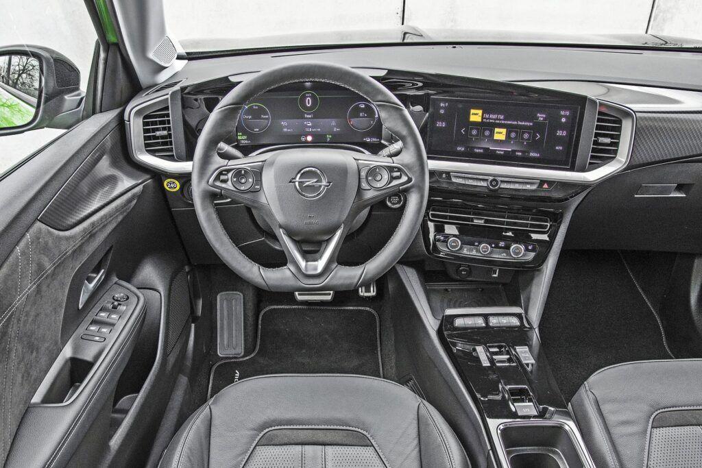 Opel Mokka-e - deska rozdzielcza