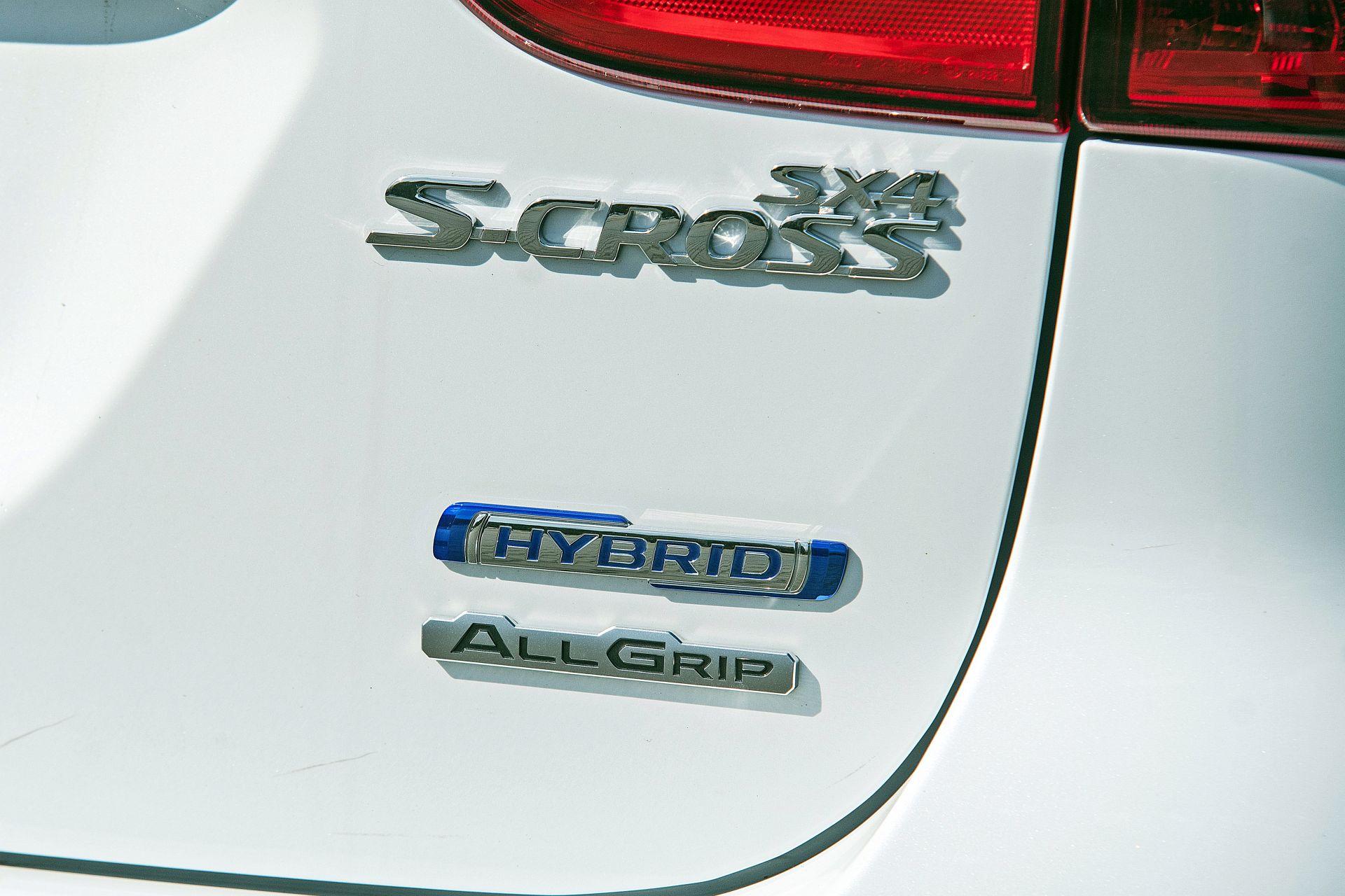 Suzuki SX4 S-Cross Hybrid - emblematy