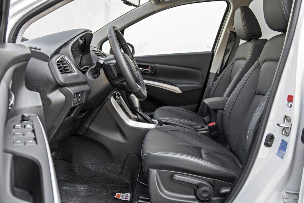 Suzuki SX4 S-Cross Hybrid - fotele przednie