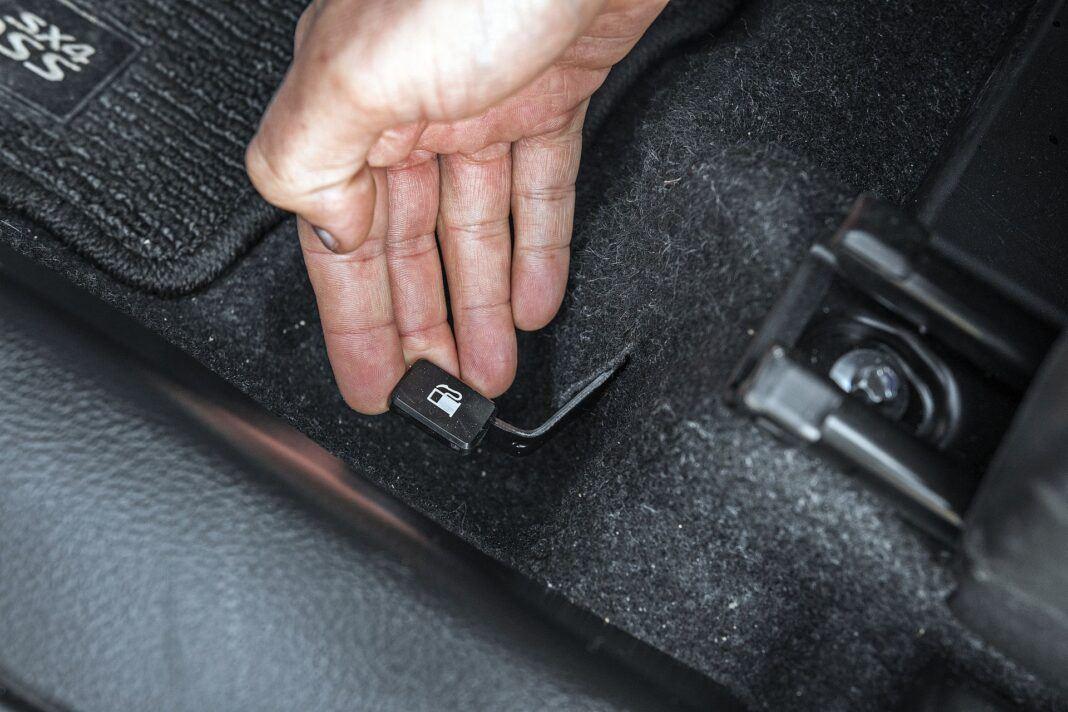 Suzuki SX4 S-Cross Hybrid - dźwigienka