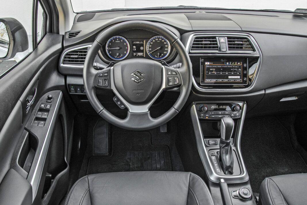 Suzuki SX4 S-Cross Hybrid - deska rozdzielcza