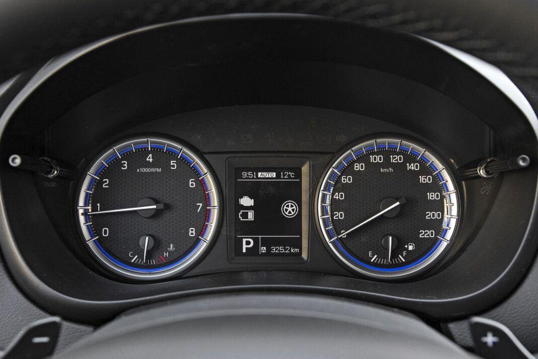 Suzuki SX4 S-Cross Hybrid - zegary