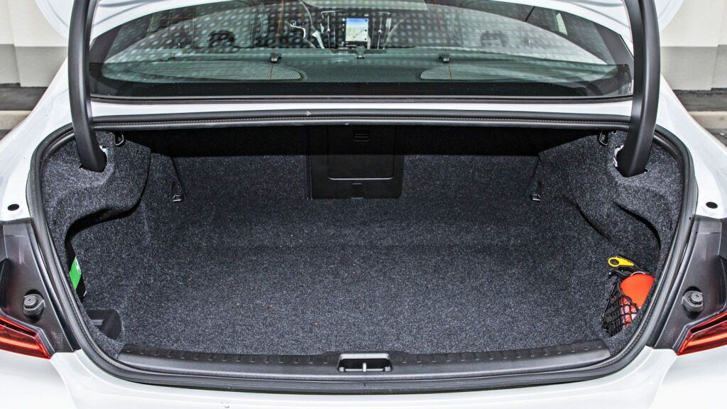 Volvo S60 - bagażnik