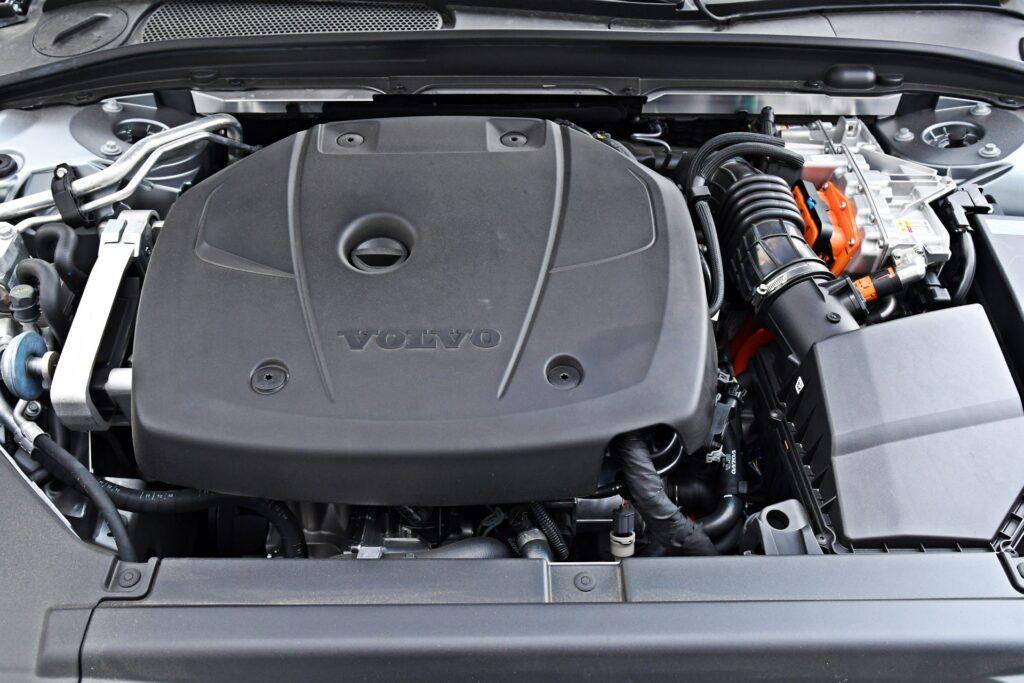 Volvo S90 - silnik