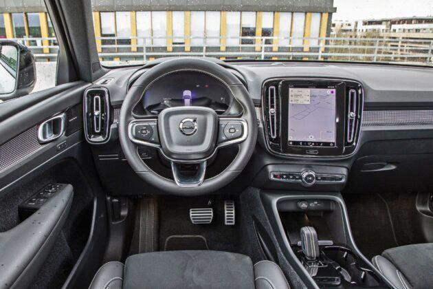 Volvo XC40 Recharge P8 - deska rozdzielcza