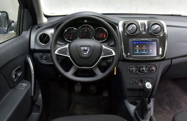 Dacia Sandero II deska rozdzielcza (2)