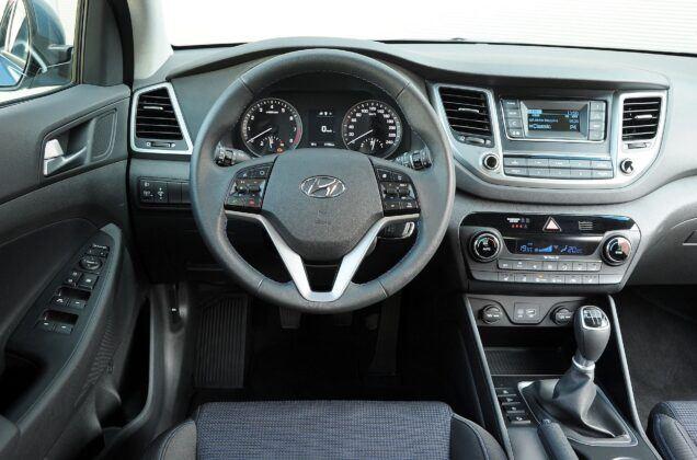 Hyundai Tucson III TL deska rozdzielcza (2)