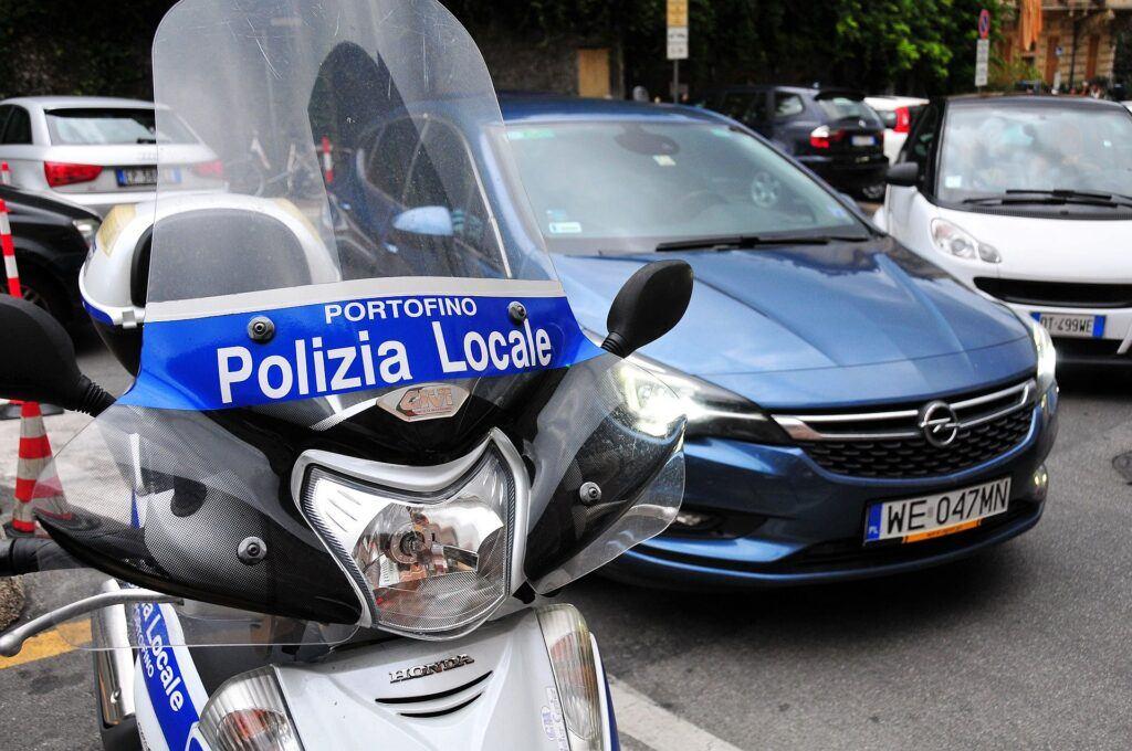 Obowiązkowe wyposażenie samochodu za granicą (2)