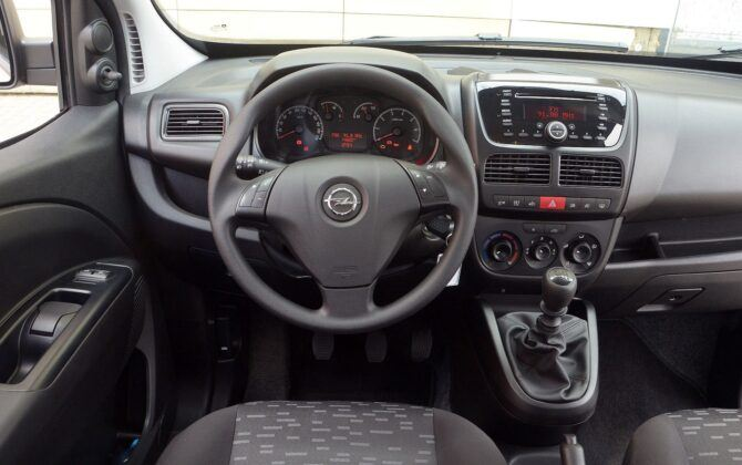Opel Combo D deska rozdzielcza