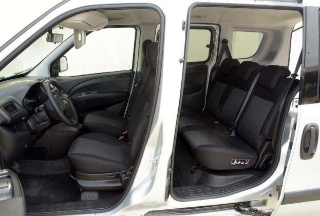Opel Combo D wnętrze