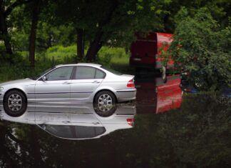 Jak uchronić auto przed zalaniem? Co z odszkodowaniem po powodzi?