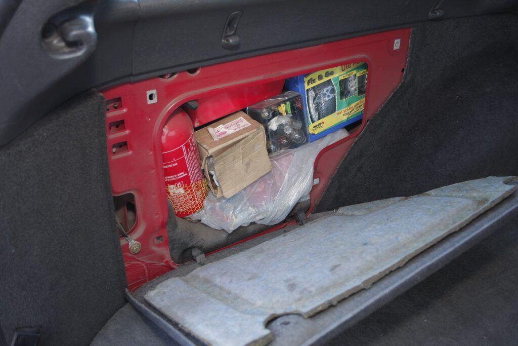 Schowki w bagazniku