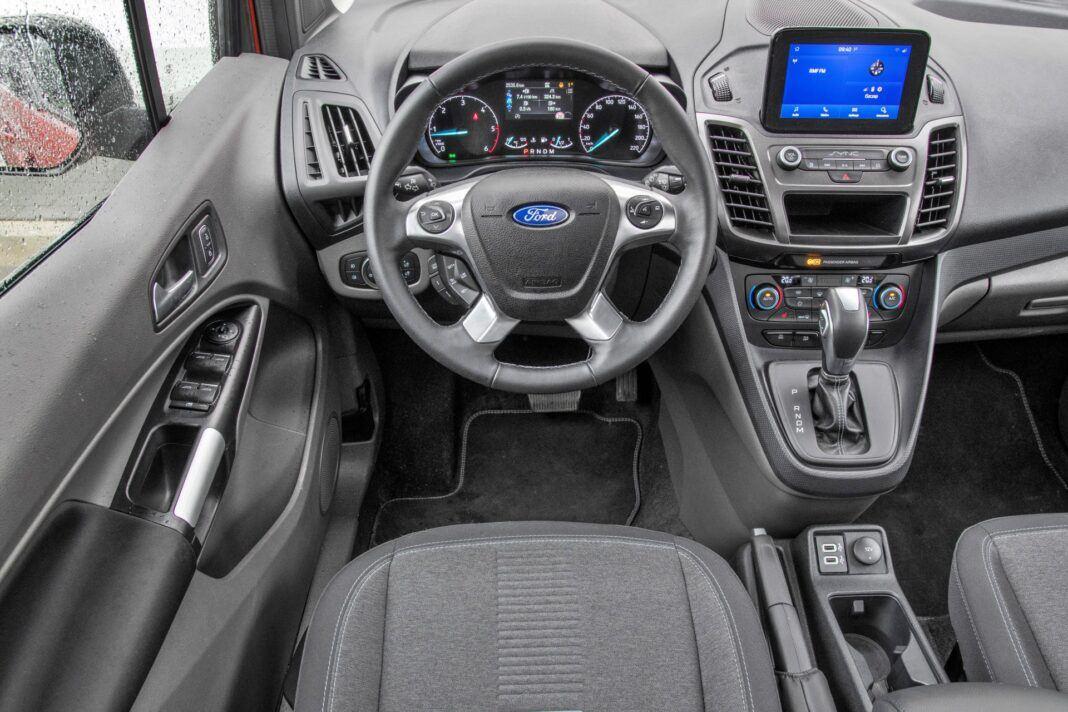 Ford Grand Tourneo Connect - deska