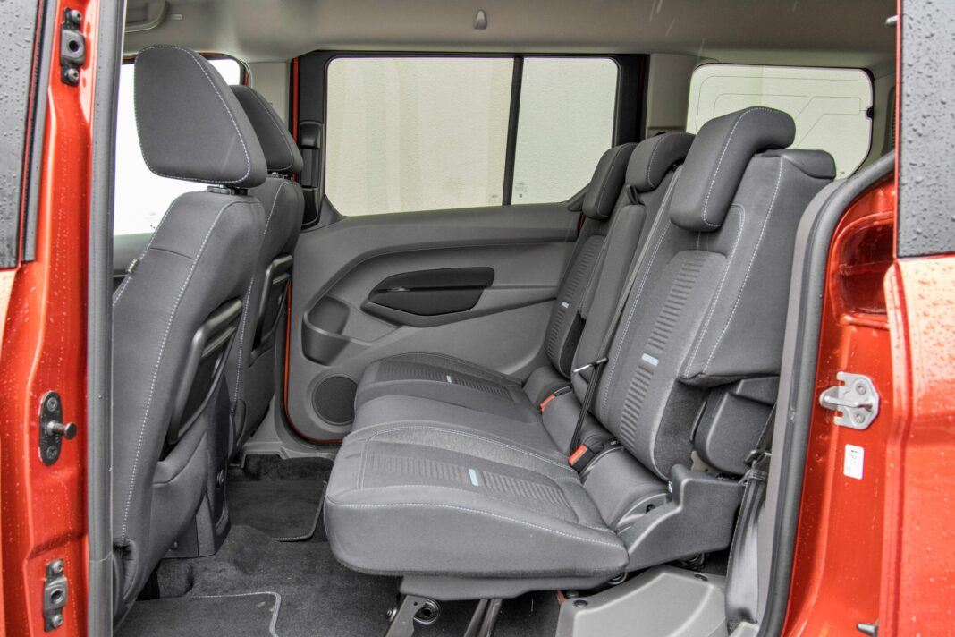 Ford Grand Tourneo Connect - fotele drugi rząd