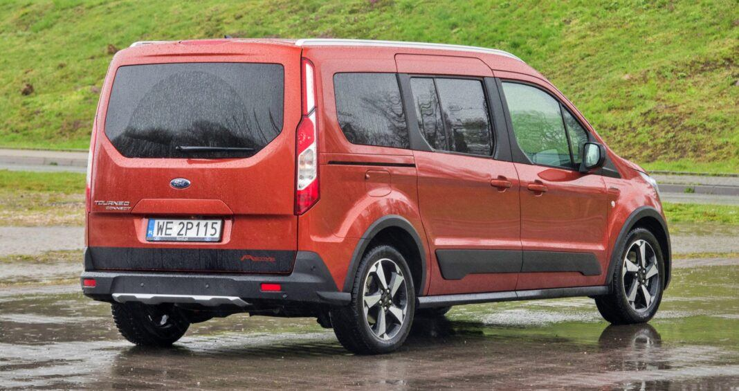Ford Grand Tourneo Connect - tył
