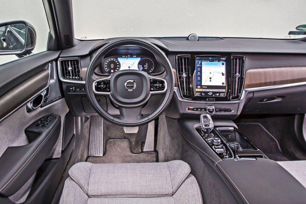 Volvo V90 - deska rozdzielcza