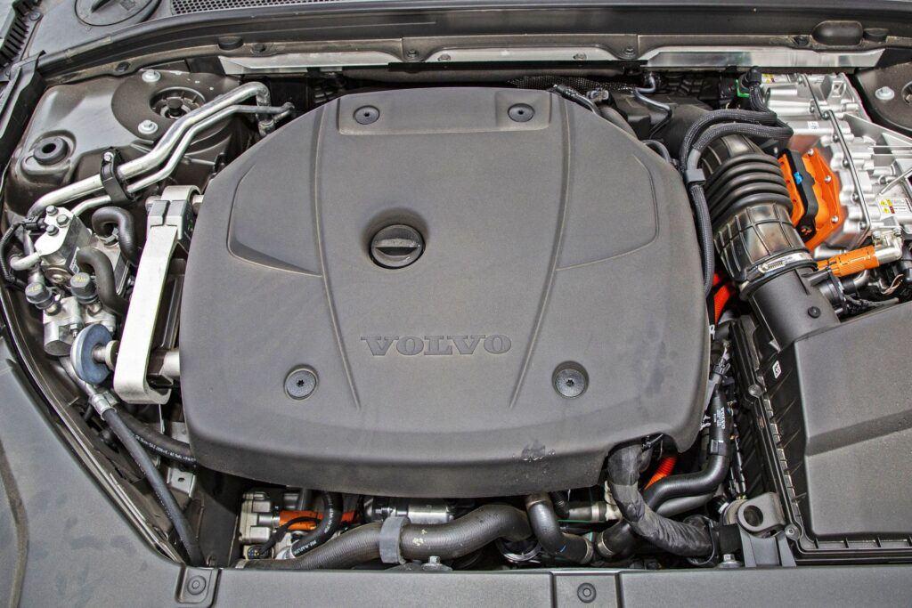 Volvo V90 - silnik