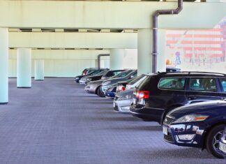 Jak parkować samochód, aby wszystkim było łatwiej? Oto kilka wskazówek