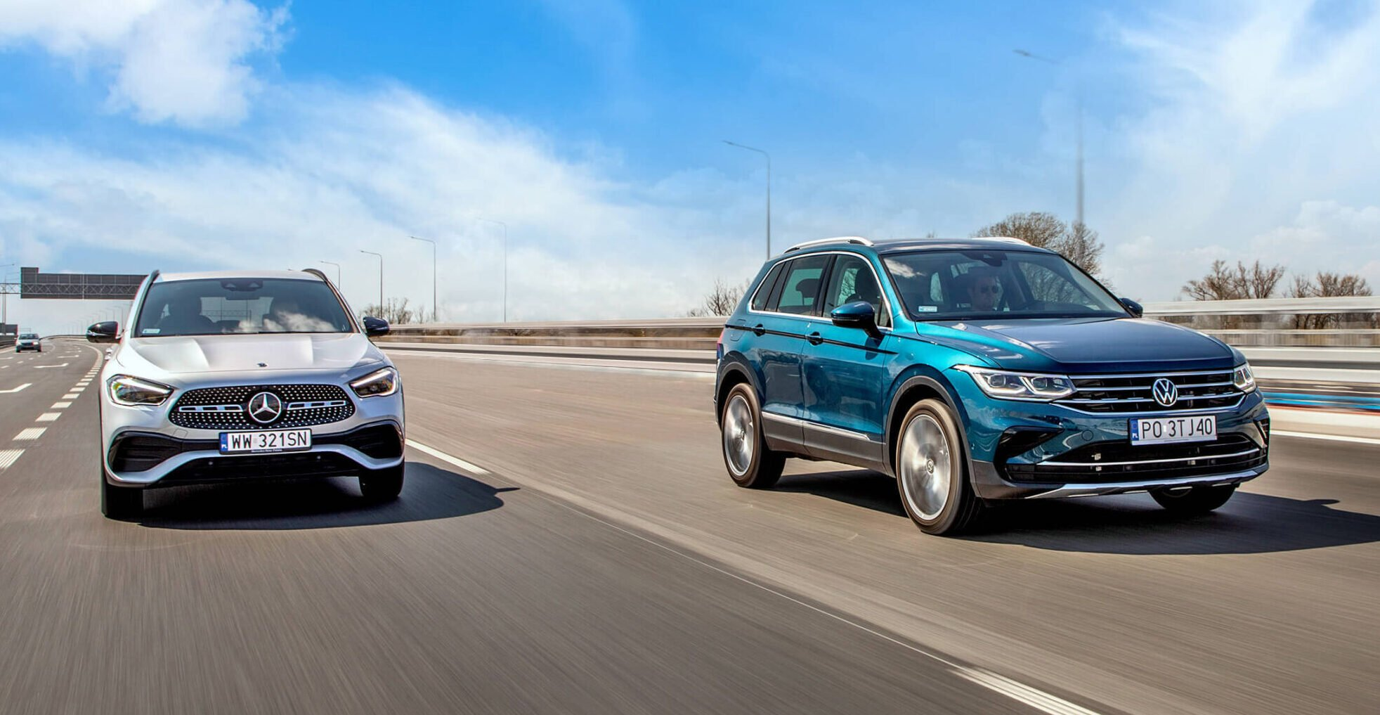 Mercedes GLA i Volkswagen Tiguan różnią się zachowaniem na drodze - pierwszy jest sportowy, drugi bardziej komfortowy