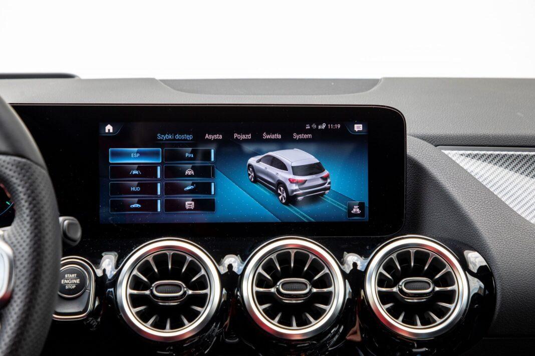 Mercedes GLA - ekran
