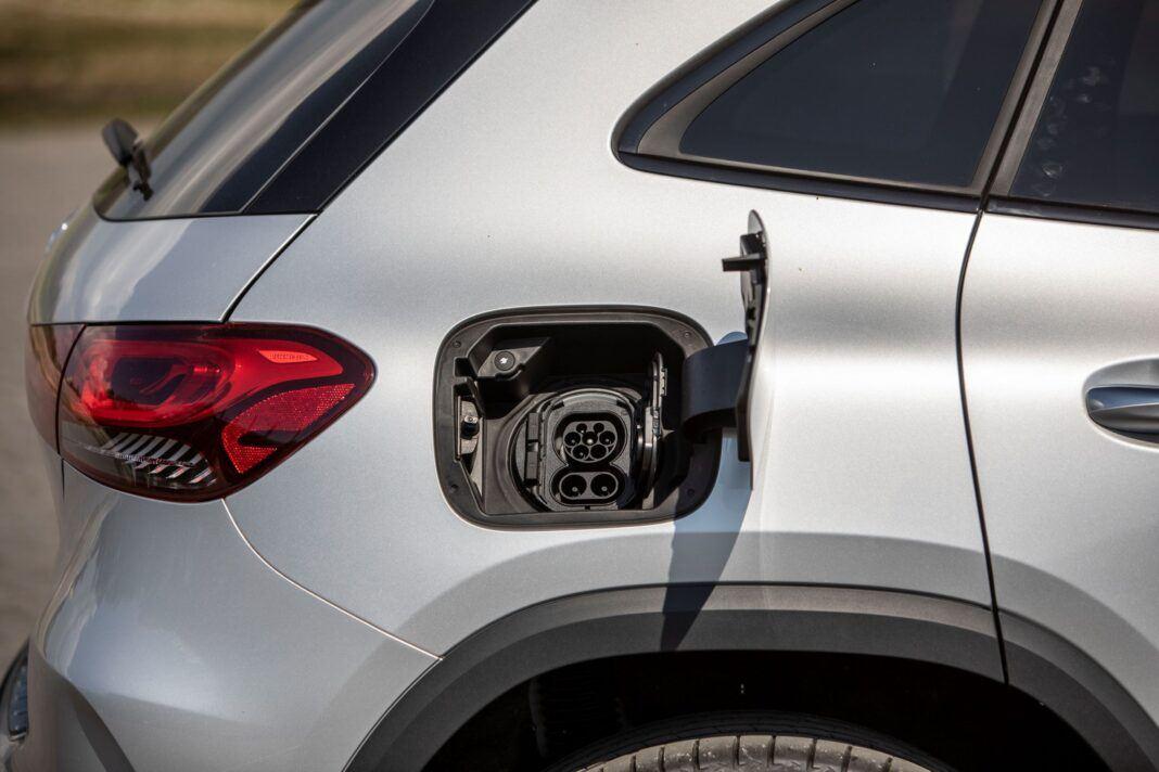 Mercedes GLA - gniazdo ładowania
