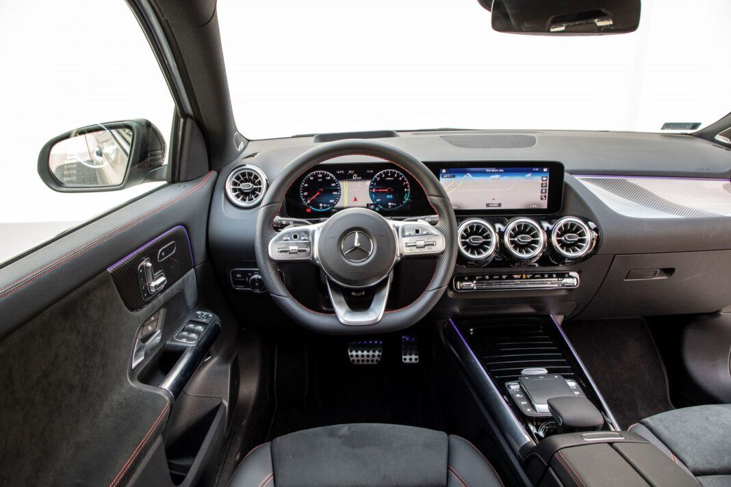 Mercedes GLA - kokpit