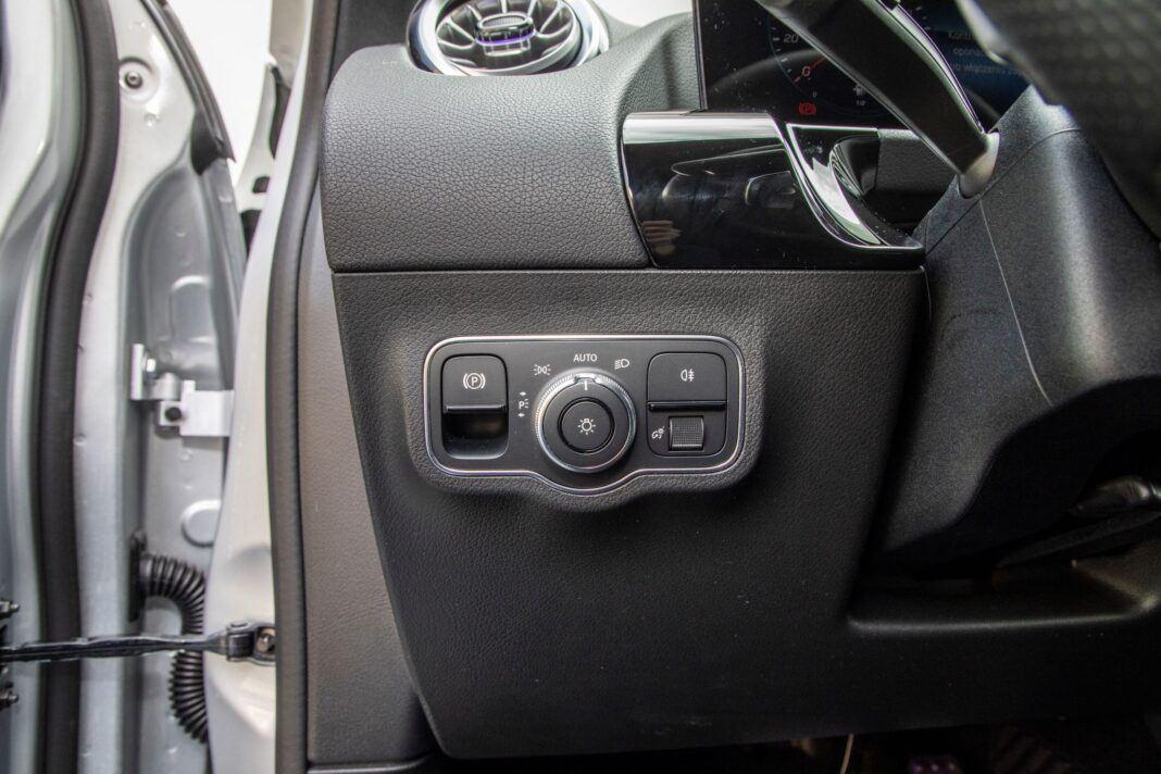 Mercedes GLA - regulacja podświetlenia