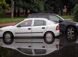 Jak rozpoznać samochód po powodzi? Czy warto kupić auto po zalaniu?