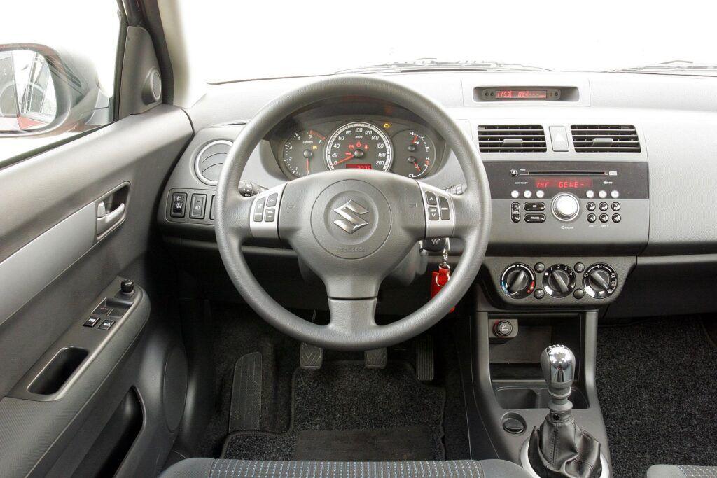 Suzuki Swift IV deska rozdzielcza