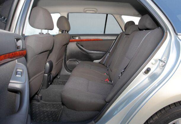 Toyota Avensis II kanapa