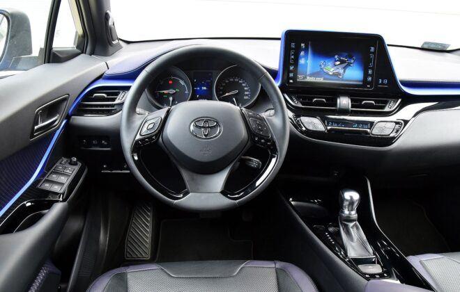 Toyota C-HR deska rozdzielcza (3)