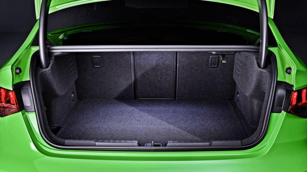 Audi RS 3 Limousine - bagażnik