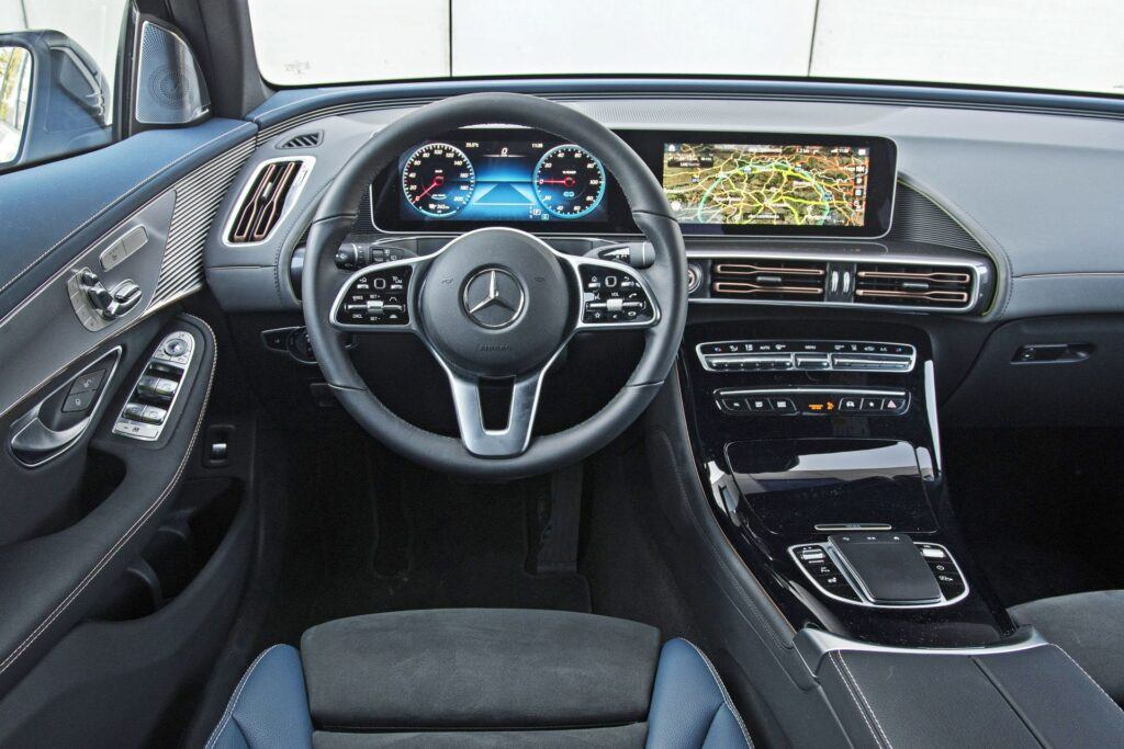 Mercedes EQC - deska rozdzielcza