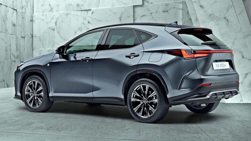 Nowy Lexus NX - tył