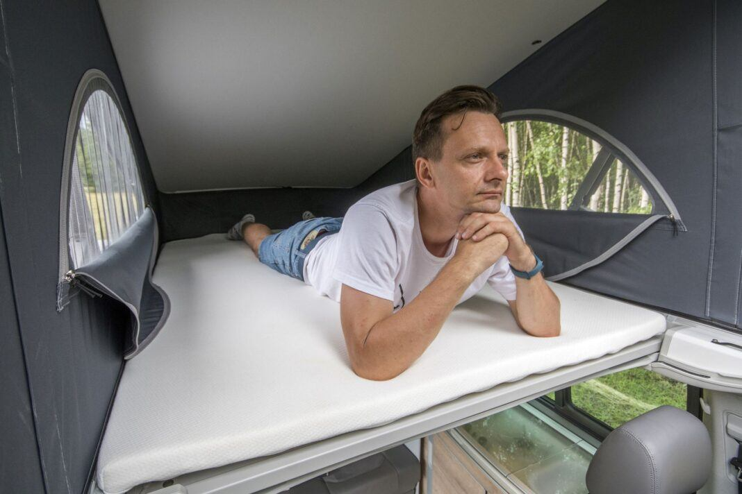VW California Ocean - łóżko