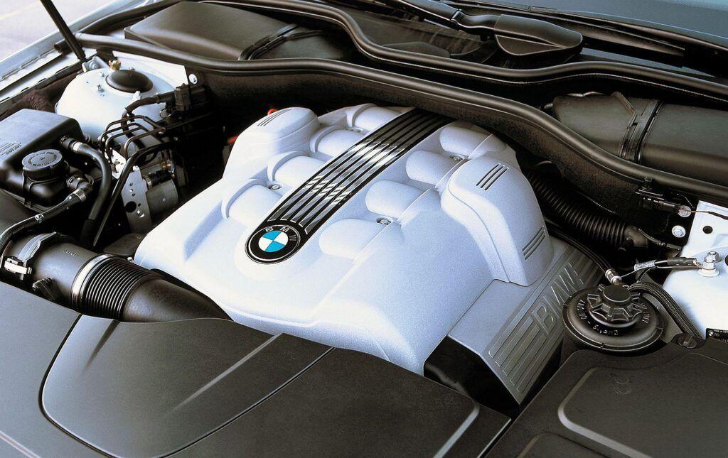 BMW serii 7 E65 silnik (2)