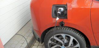 Czy samochód elektryczny można ładować w domu