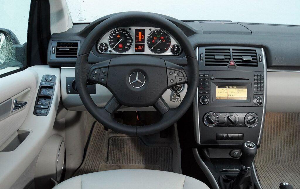 Mercedes klasy B W245 deska rozdzielcza