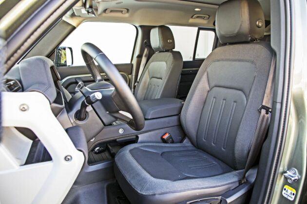 Land Rover Defender - fotele przednie