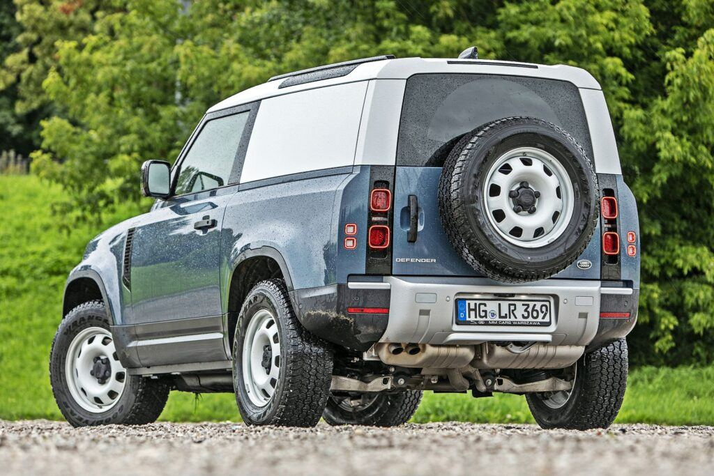 Land Rover Defender - tył