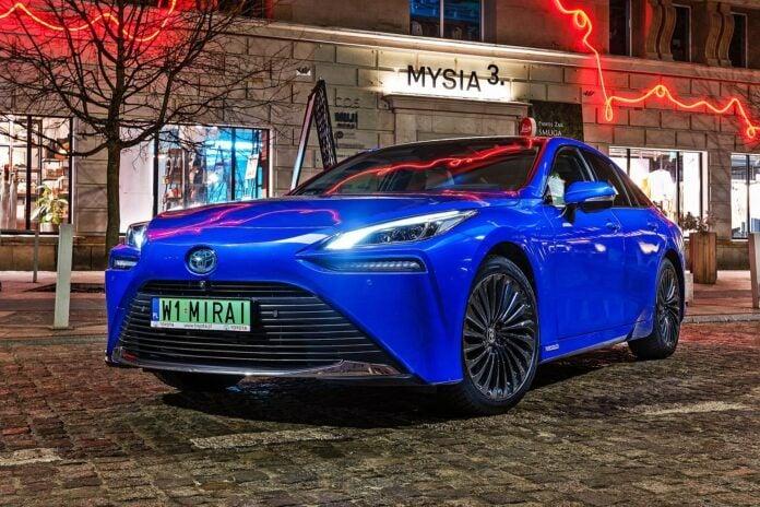 Toyota Mirai - przód