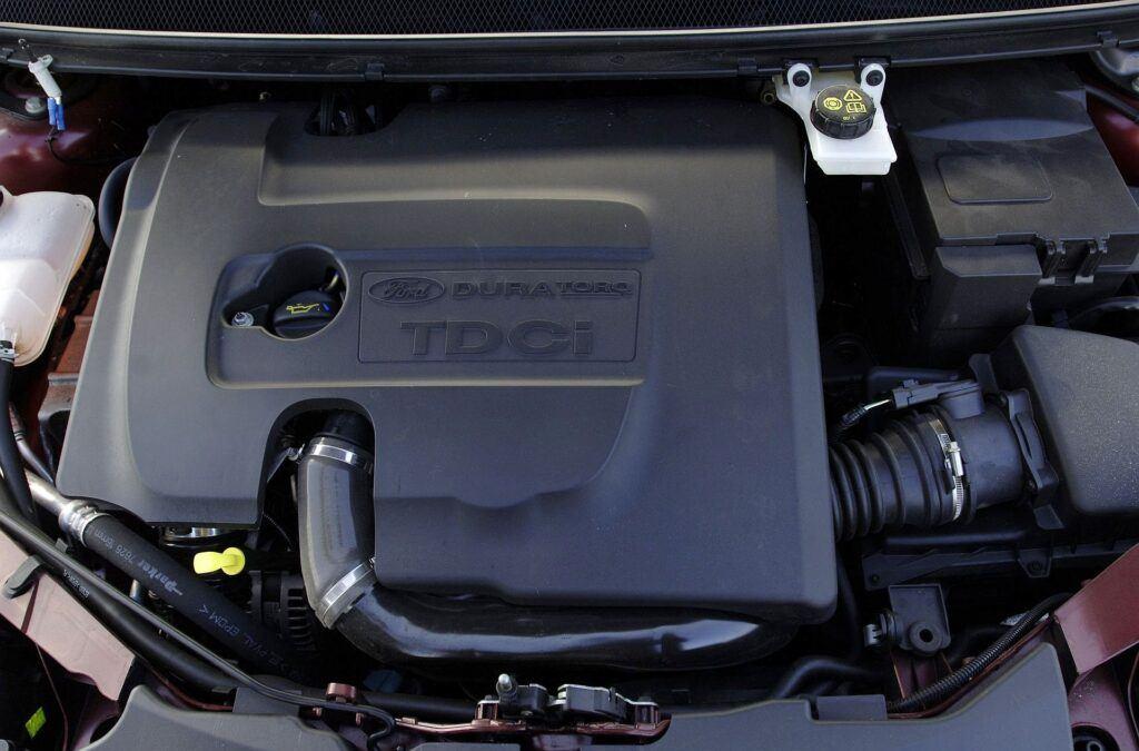 FORD Focus II Ghia 1.6TDCi 109KM 5MT WU36144 04-2005