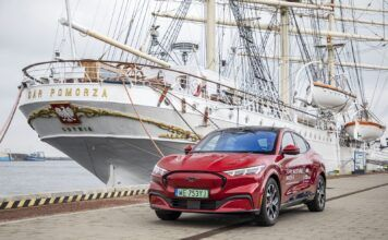 Ford Mustang Mach-E samochód elektryczny zasięg test 2021