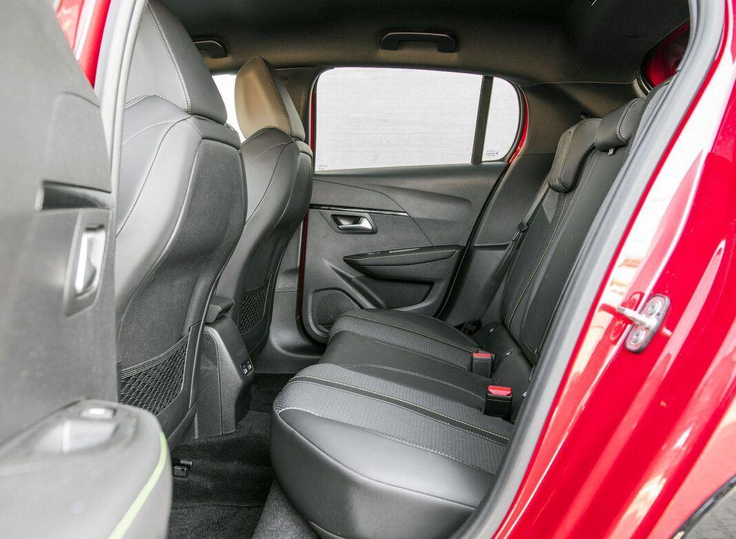 Peugeot 208 GT kanapa